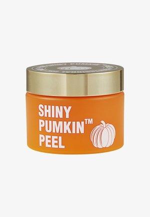 SHINY PUMKIN PEEL™ - Ansiktsskrubb - -