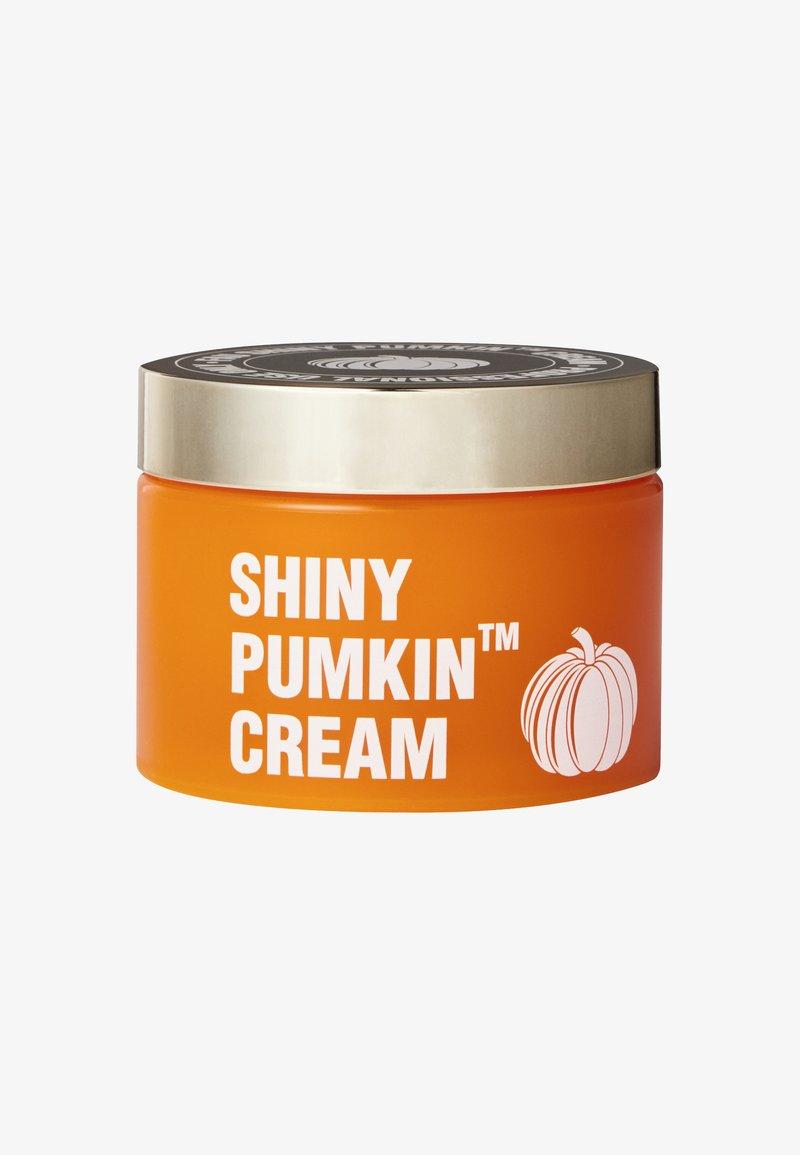 V Fau - SHINY PUMPIN CREAM™ - Dagcreme - -