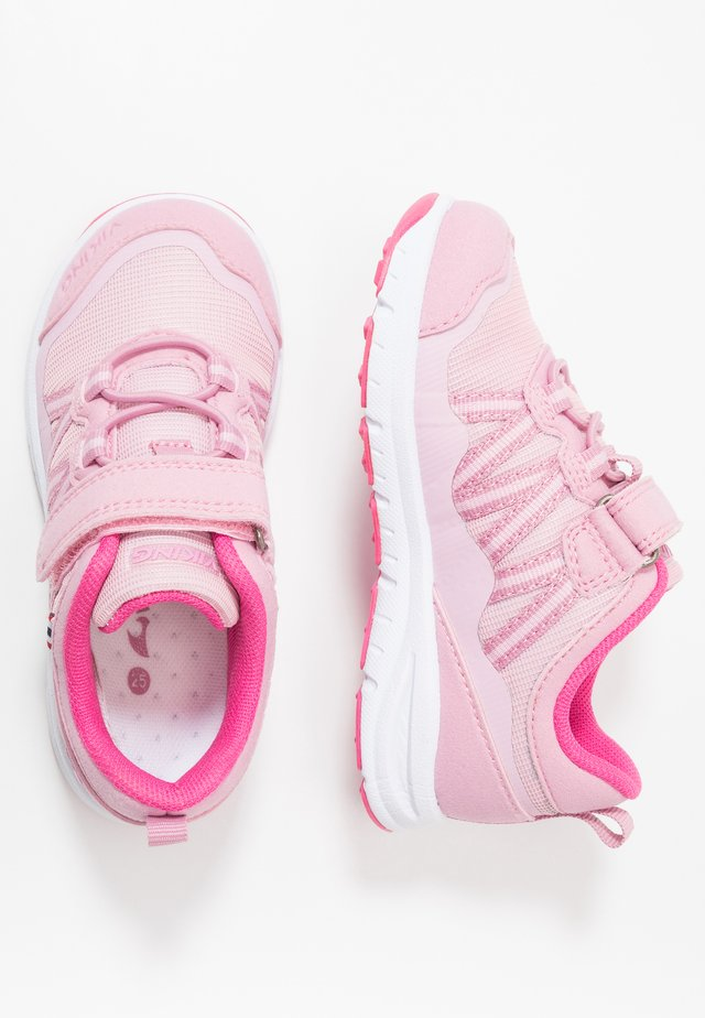 HOLMEN - Trekingové boty - pink/fuchsia
