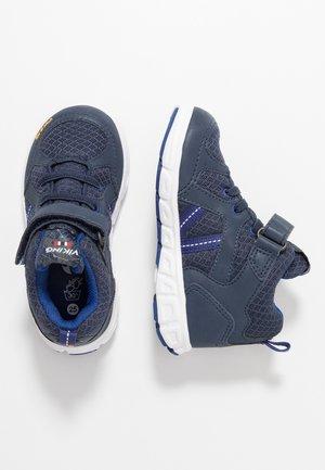 ALVDAL MID GTX - Vysoká chodecká obuv - navy/dark blue