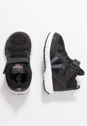 ALVDAL MID GTX - Walking boots - black/charcoal