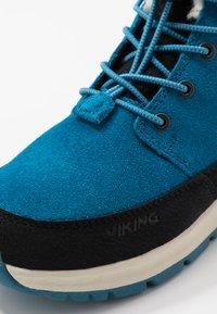Viking - ROTNES GTX - Zimní obuv - petrolblå/svart - 2