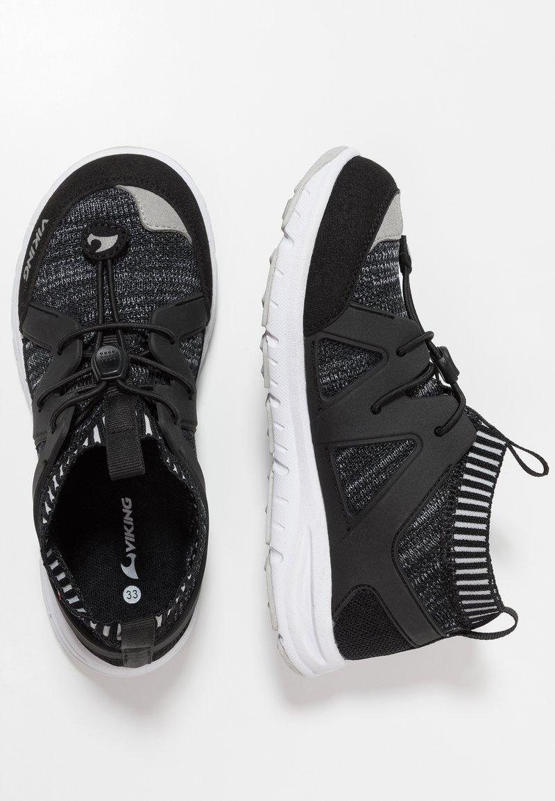 Viking - BROBEKK - Zapatillas de entrenamiento - black/grey