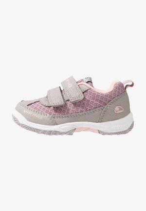 BRYNE - Chaussures de marche - pearlgrey/violet