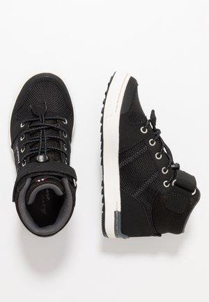 TONSEN MID GTX - Vysoká chodecká obuv - black/charcoal