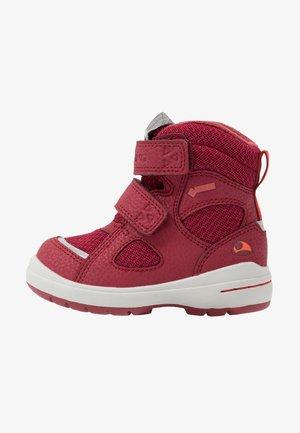 ONDUR GTX - Hiking shoes - dark red/red