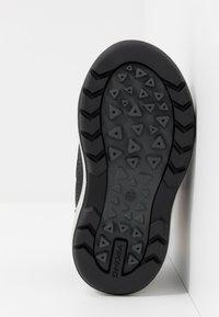 Viking - ONDUR GTX - Zapatillas de senderismo - black/charcoal - 4