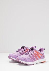 Viking - BISLETT II GTX - Sportovní boty - lavender/coral - 3