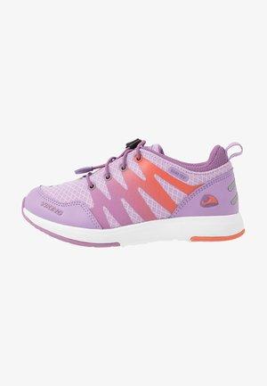 BISLETT II GTX - Sports shoes - lavender/coral