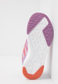 Viking - BISLETT II GTX - Sportovní boty - lavender/coral - 5