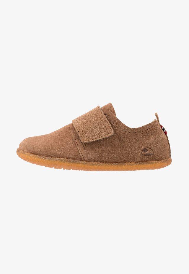 FRIGGE - Sneaker low - camel