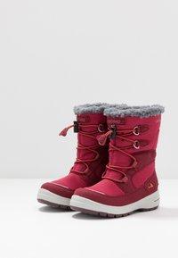 Viking - TOTAK GTX - Zimní obuv - dark red/red - 3