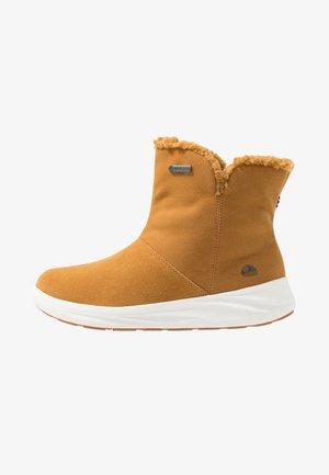 ANNE GTX - Winter boots - mustard