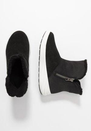 ANNE GTX - Zimní obuv - black