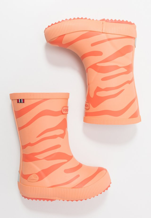 CLASSIC INDIE ZEBRA - Wellies - coral