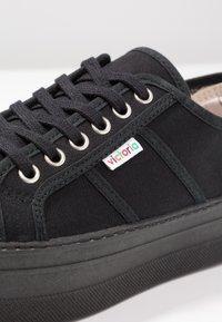 Victoria Shoes - BARCELONA LONA MONOCROMO - Joggesko - black - 2