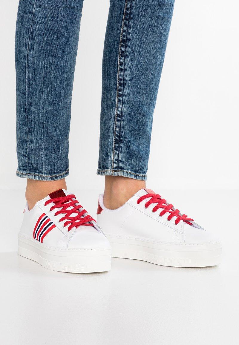 Victoria Shoes - BARCELONA DEPORTIVO PIEL - Joggesko - rojo