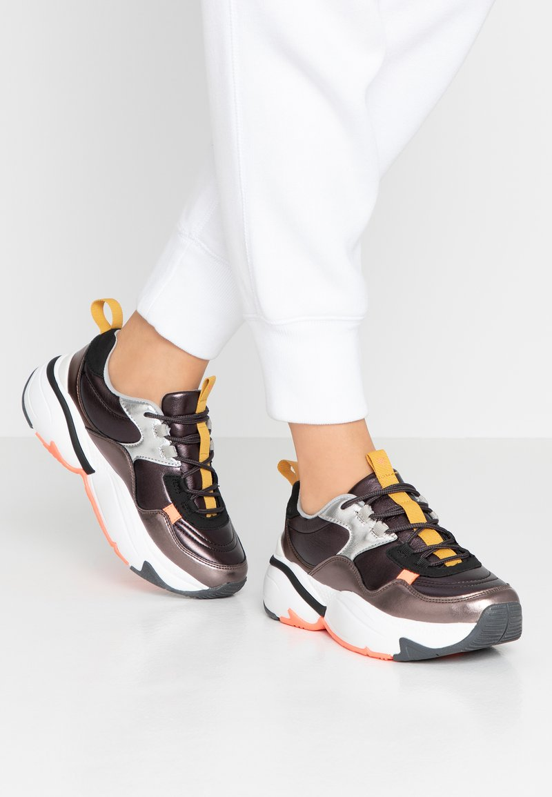 Victoria Shoes - AIRE METAL - Joggesko - black