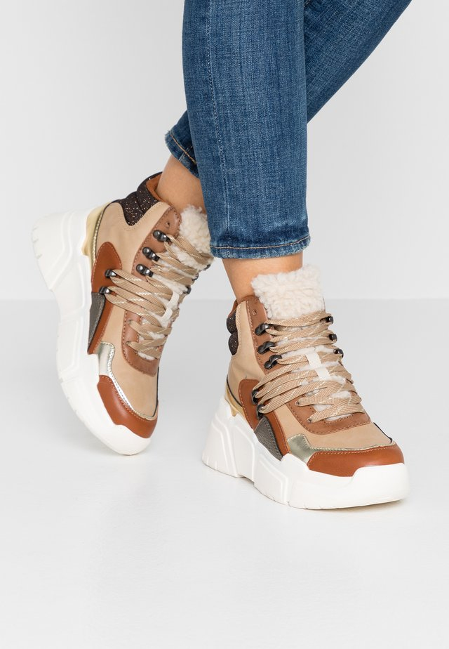TOTEM BOTA MULTIMATE - High-top trainers - camel