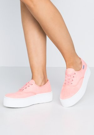 Baskets basses - coral