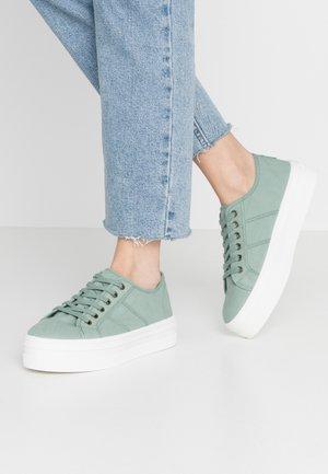 Sneakers laag - jade