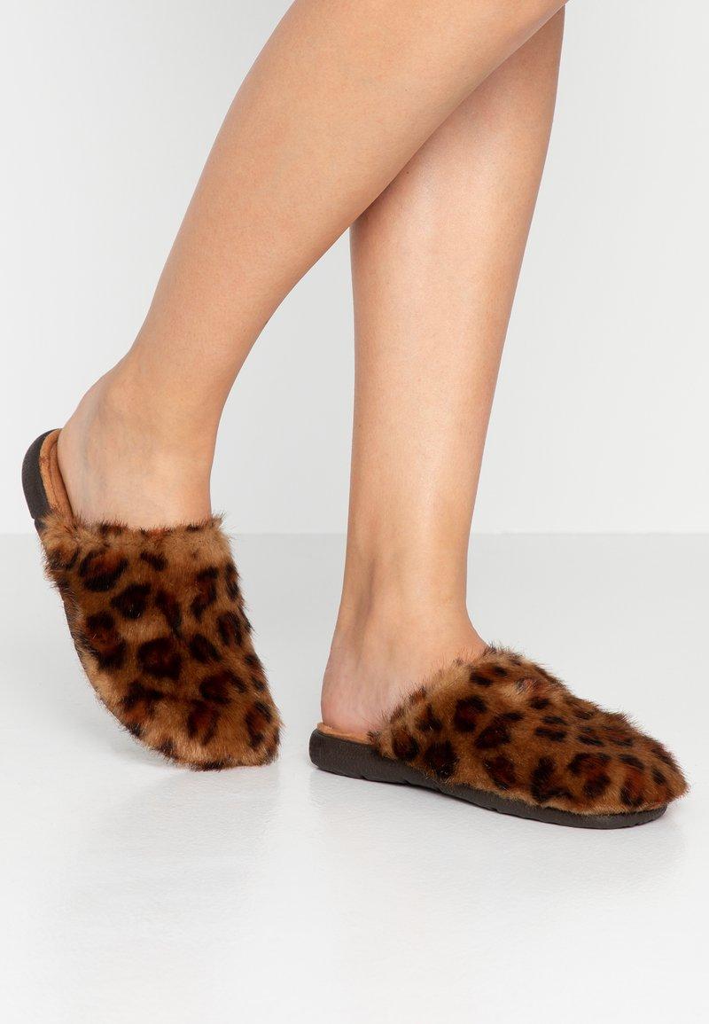Victoria Shoes - SIESTA - Hjemmesko - brown