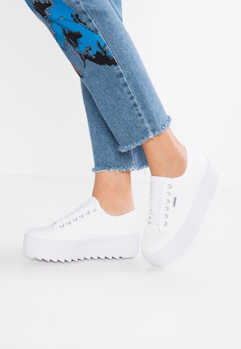 Victoria Shoes - BASKET LONA PLATAFORMA - Trainers - blanco