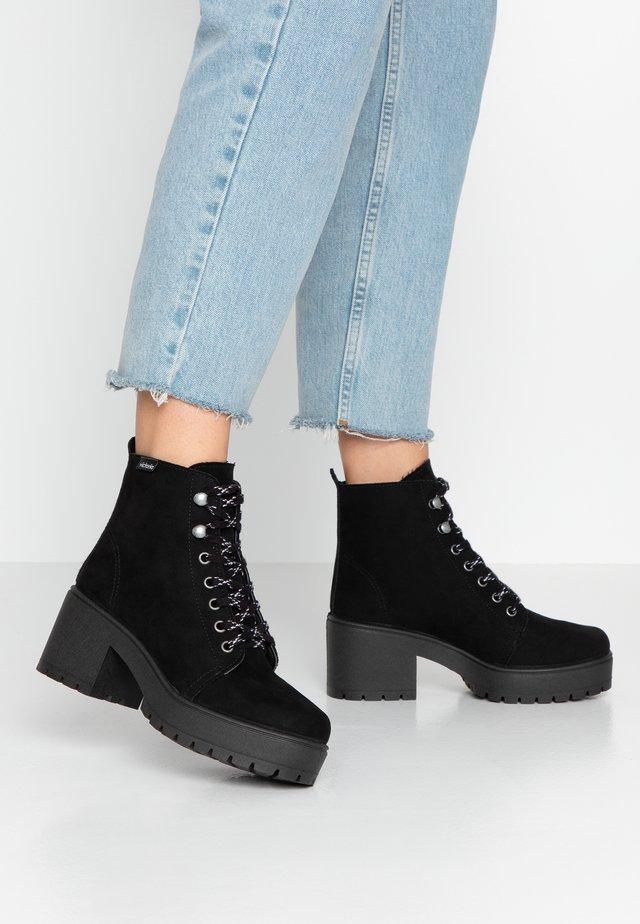ATALAIA MONTAÑA - Kotníkové boty na platformě - black