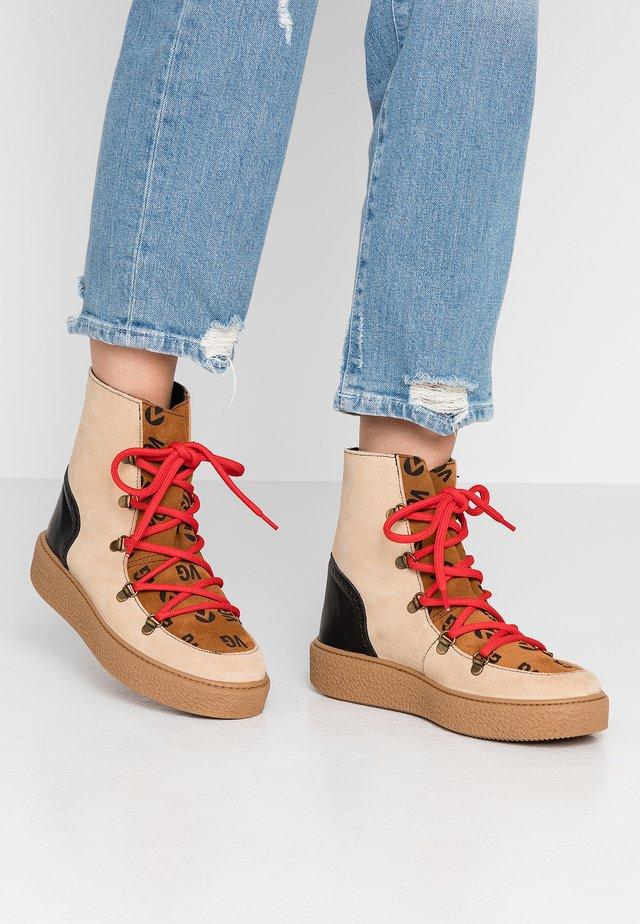 UTOPÍA APRESKI VALENTIN - Kotníkové boty na platformě - beige