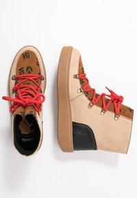 Victoria Shoes - UTOPÍA APRESKI VALENTIN - Platform-nilkkurit - beige - 3