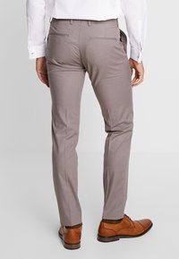 Viggo - GOTHENBURG SUIT - Garnitur - taupe - 5