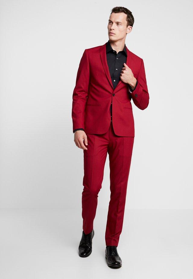 GOTHENBURG SUIT - Suit - red