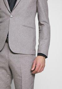 Viggo - PRIZE SUIT - Suit - stone - 7