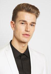 Viggo - NEW GOTHENBURG SUIT - Suit - white - 7