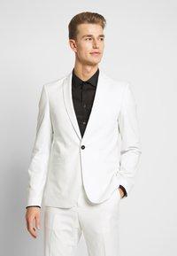 Viggo - NEW GOTHENBURG SUIT - Suit - white - 2