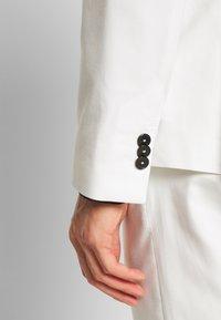 Viggo - NEW GOTHENBURG SUIT - Suit - white - 12