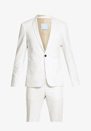 NEW GOTHENBURG SUIT - Completo - white