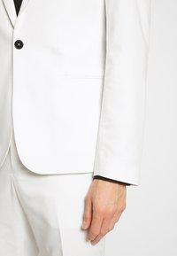 Viggo - NEW GOTHENBURG SUIT - Suit - white - 6