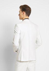 Viggo - NEW GOTHENBURG SUIT - Suit - white - 3