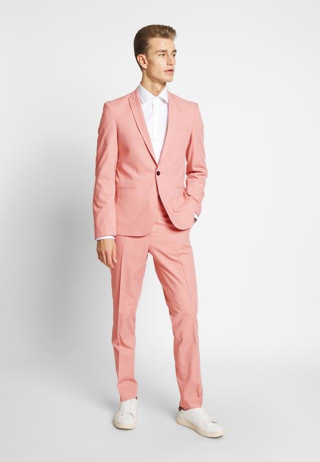 NEW GOTHENBURG SUIT  - Kostym - pastel pink