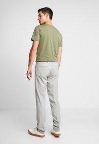 Viggo - SUNNY - Oblekové kalhoty - light grey - 2