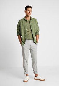 Viggo - SUNNY - Oblekové kalhoty - light grey - 1