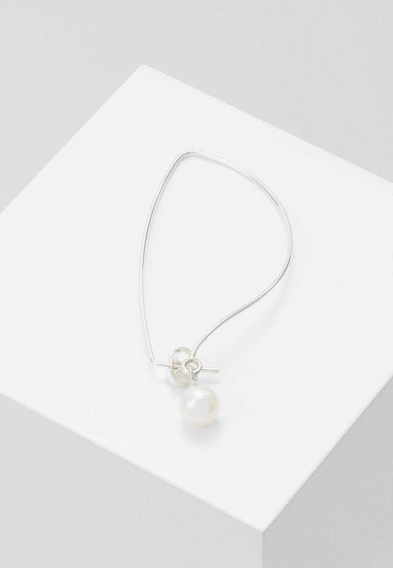 Vibe Harsløf - IRIS EARBRACE  - Earrings - silver-coloured