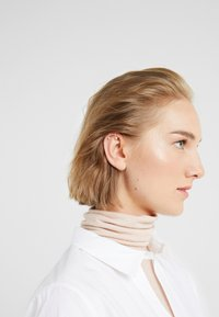 Vibe Harsløf - IRIS EARCLIP LONG - Náušnice - silver-coloured - 1