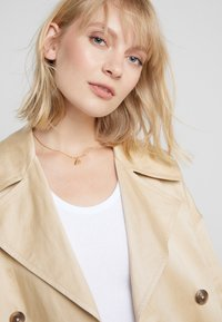 Vibe Harsløf - NECKLACE BALLOON LETTER PENDANT P - Halskette - gold-coloured - 1