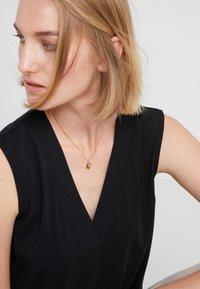 Vibe Harsløf - NECKLACE BALLOON LETTER PENDANT  - Halskette - gold-coloured - 1