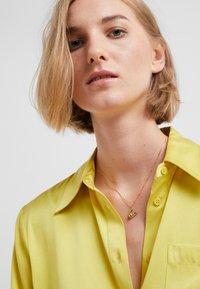 Vibe Harsløf - NECKLACE BALLOON LETTER PENDANT - Collier - gold-coloured - 1
