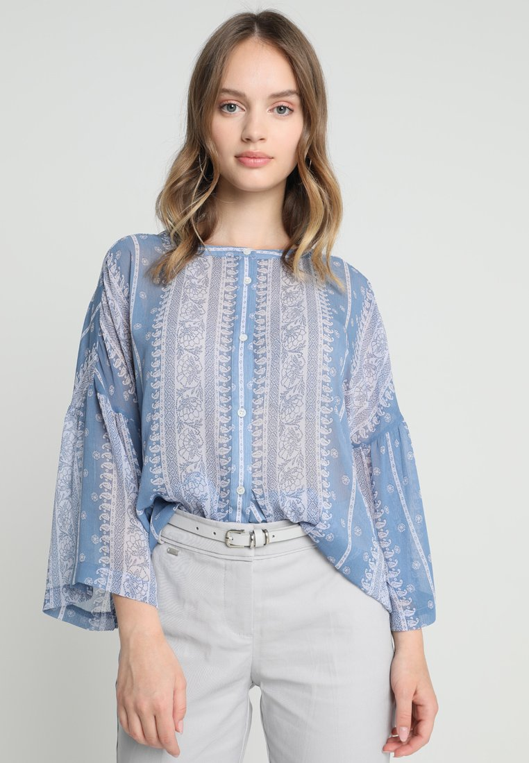 Vince Camuto Petite - RUFFLE COUNTRY PAISLEY BLOUSE - Bluse - patina blue