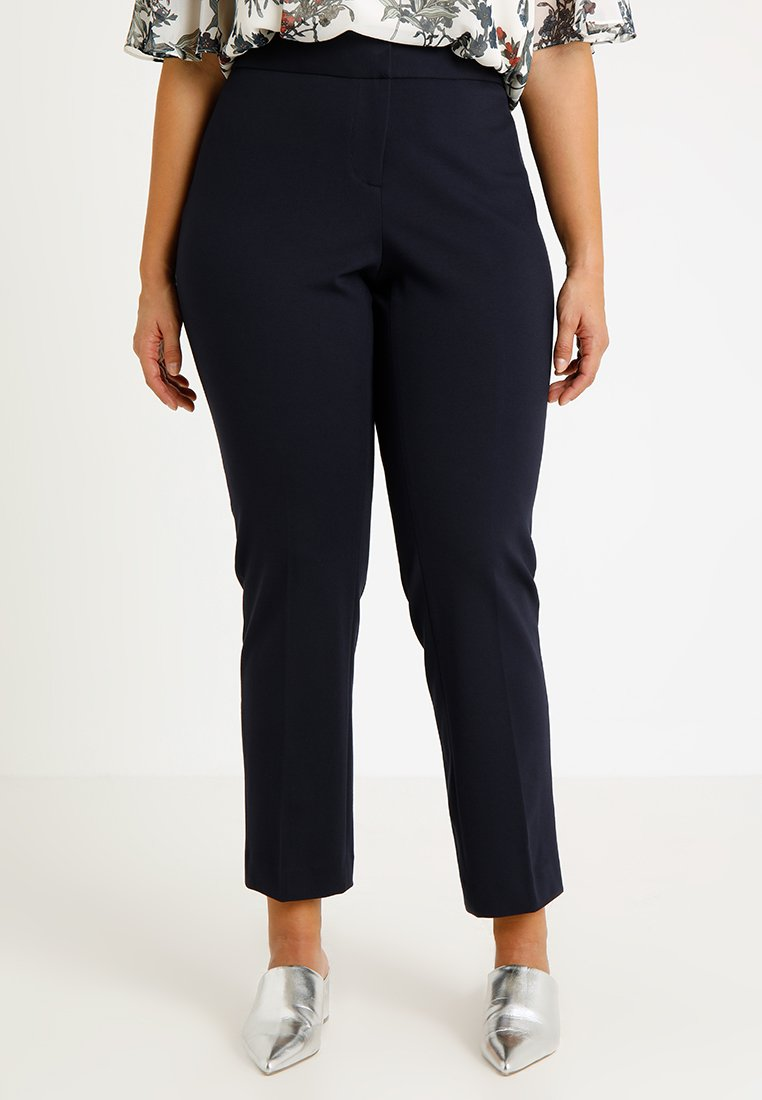 Vince Camuto Plus - PONTE ANKLE PANT - Stoffhose - classic navy