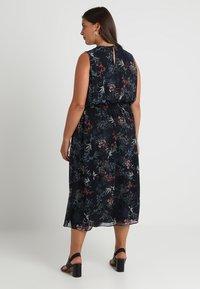 Vince Camuto Plus - SMOCKED WAIST GARDEN FLORAL DRESS - Denní šaty - classic navy - 2